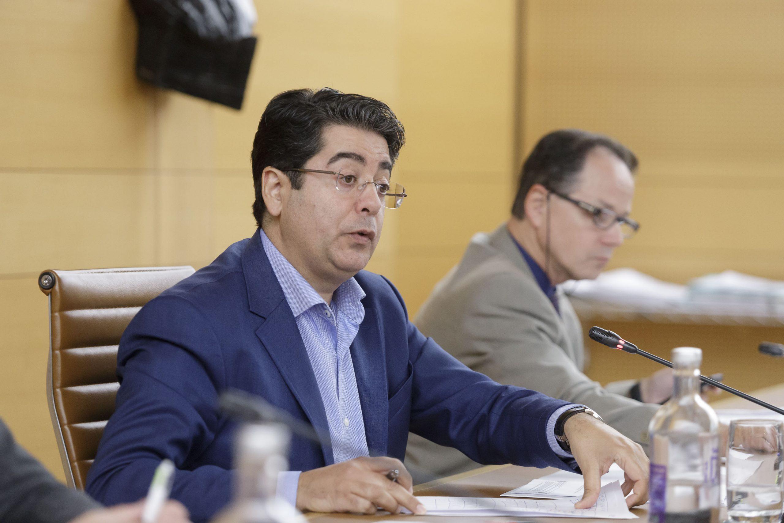El presidente del Cabildo de Tenerife, Pedro Martín, durante un Pleno.