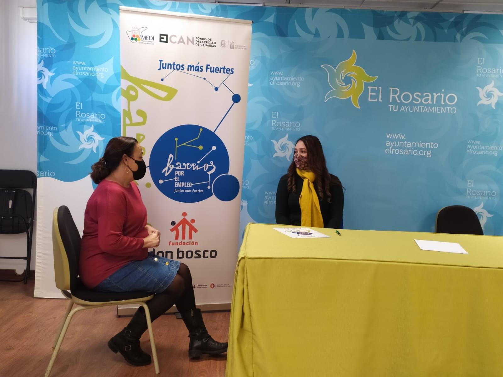 María Gabriela es atendida en La Esperanza por la orientadora de Barrios por el Empleo: Juntos más Fuertes